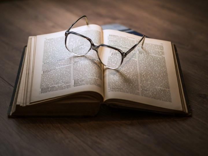 dab0e6a20275fa2359335a9b335d3f23_antique-book-encyclopedia-24576-720-540-c-90